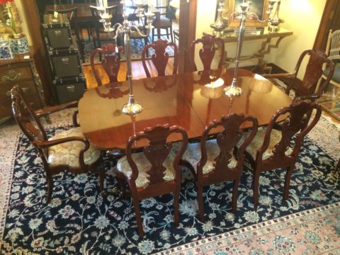 Kindel Winterthur Collection Phyfe-Style Dining Table with Eight Philadelphia Queen Anne Chairs